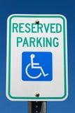 inaktiverat parkerande reserved tecken Royaltyfri Fotografi