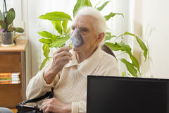 Inalação das vias respiratórias superiores Fotos de Stock Royalty Free