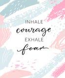 Inale a coragem expiram o medo Citações inspiradas, projeto do cartaz da arte da parede Caligrafia moderna em azul pastel abstrat ilustração royalty free