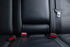 Inarcamenti della cintura di sicurezza in un'automobile Immagini Stock
