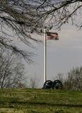 Inbördeskrig Canon och amerikanska flaggan Arkivfoto