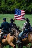 Inbördeskrigflagga- och unionsoldater Arkivfoto