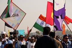 Inbandieri la marcia sulla cerimonia opning al ventinovesimo festival internazionale 2018 dell'aquilone - l'India Fotografia Stock Libera da Diritti