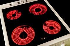 Inbegrepen inductiekooktoestel met roodgloeiende brander Elektrische haardplaat met ceramische oppervlakte Fornuis hoogste paneel stock afbeeldingen