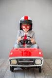 Inbillat barn att vara affärsman Arkivfoto
