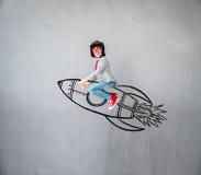 Inbillat barn att vara affärsman Arkivfoton
