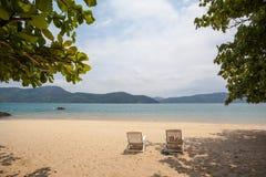 Inbjudan att koppla av - sikt av den brasilianska kustlinjen Royaltyfria Bilder
