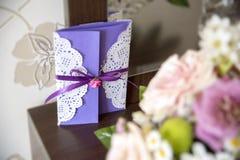 Inbjudan för bröllop för hälsningkort Royaltyfria Bilder