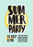 Inbjudan för sommardansparti eller affischmall med att märka som är handskrivet mot skiva av den saftiga gula citronen på blått royaltyfri illustrationer