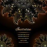 Inbjudan med den guld- mandalaen vektor illustrationer