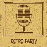 Inbjudan till det retro partiet med mikrofonen Royaltyfri Fotografi