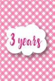 Inbjudankort för dagen av födelse Behandla som ett barn partiet - ett glat födelsedagparti för 3 år Arkivfoton