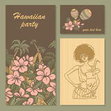 Inbjudankort för ett parti i hawaiansk stil med blommor, palmträd och flickan med coctailen Arkivfoton