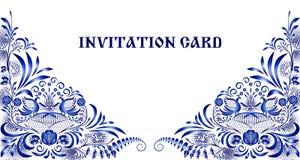 Inbjudankort i stil av nationell målning på porslin Modell med blåttblommor och fåglar i hörnen vektor illustrationer