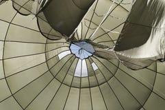 Inblick av en hoppa fallskärm royaltyfri foto