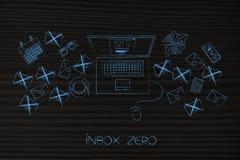 Inbox zero bärbara datorn med pop-upp på skärmen som omges av emailen Arkivfoton