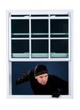 Inbreker: Komst in een Open Venster Stock Afbeelding