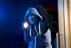 Inbrottstjuv på arbete Arkivbild