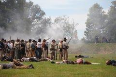 Incêndio confederado dos soldados da guerra civil Fotos de Stock Royalty Free