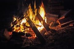 Incêndio do acampamento rujir. Imagens de Stock Royalty Free