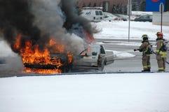 Incêndio do carro da batalha do bombeiro no inverno Fotos de Stock Royalty Free