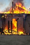 Incêndio em uma casa abandonada Fotos de Stock Royalty Free