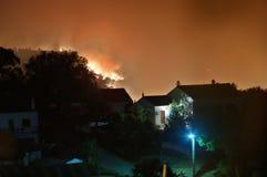 Incêndio florestal perto de Feiteira, Portugal Imagens de Stock
