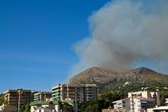 Incêndio nas montanhas Fotografia de Stock Royalty Free
