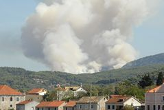 Incêndio violento mediterrâneo da floresta Fotos de Stock Royalty Free