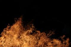 Incêndio violento na noite Foto de Stock