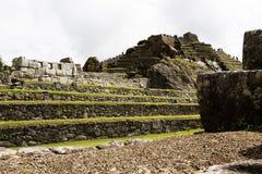 Inca Ruins With Tourists Machu Picchu Peru South America Imagen de archivo libre de regalías
