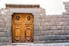 Inca Stonework en Houten Deur Stock Fotografie