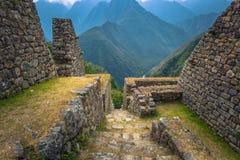 Inca Trail Peru - Augusti 03, 2017: Forntida fördärvar av Winay Wayna arkivbild