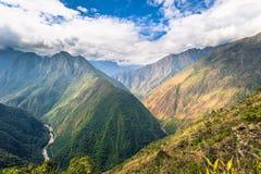 Inca Trail Peru - Augusti 03, 2017: Löst landskap av incaen T royaltyfria bilder
