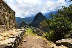 Inca Trail som leder till Machu Picchu Arkivfoton