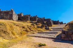 Inca Wall em SAQSAYWAMAN, Peru, Ámérica do Sul. Exemplo da alvenaria poligonal. A pedra famosa de 32 ângulos Fotografia de Stock Royalty Free