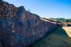 Inca Wall in SAQSAYWAMAN, Peru, Südamerika. Beispiel der polygonalen Maurerarbeit. Der berühmte Stein mit 32 Winkeln Lizenzfreies Stockfoto