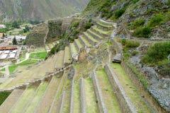 Incaen fördärvar Ollantaytambo terrasser, Peru royaltyfri foto
