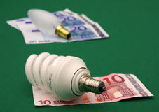 Incandescente contra ahorrador de energía Fotografía de archivo libre de regalías