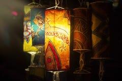 Incandescenza asiatica delle lanterne di carta nella sera fotografia stock libera da diritti