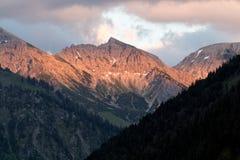 Incandescenza di Alpen attraverso una catena montuosa in Baviera Fotografie Stock Libere da Diritti