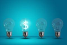 Incandescenza di simbolo del dollaro tra altra lampadina Immagini Stock Libere da Diritti