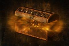 Incandescer brilha espirrando de um marrom escuro de madeira velho, aberto foto de stock royalty free