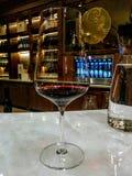 Incarico del vino in Niagara sul lago a due sorelle cantina fotografia stock
