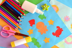 Incarti gli animali di mare ed i fiori colorati, carte di carta di applique Idea del mestiere di estate Creatività dei bambini Ap Immagine Stock Libera da Diritti