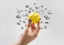 Incarti la palla sgualcita sulla mano umana con le icone di affari Concetto di idea Fotografia Stock Libera da Diritti