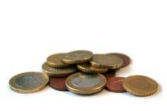 Incassi le monete degli euro su bianco Immagine Stock