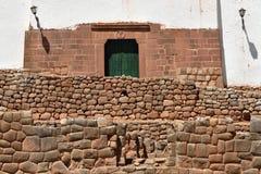 Incavägg i byn Chinchero, Peru Royaltyfri Bild