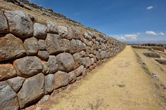 Incavägg i byn Chinchero, Peru Arkivbild