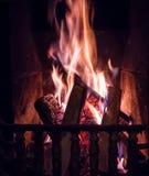 Incendie brûlant dans la cheminée Photos stock